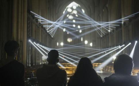 """照亮约克明斯特大教堂的奇异""""光切体"""""""