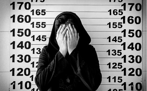 摄影师记录狱中等候死刑的未成年少女