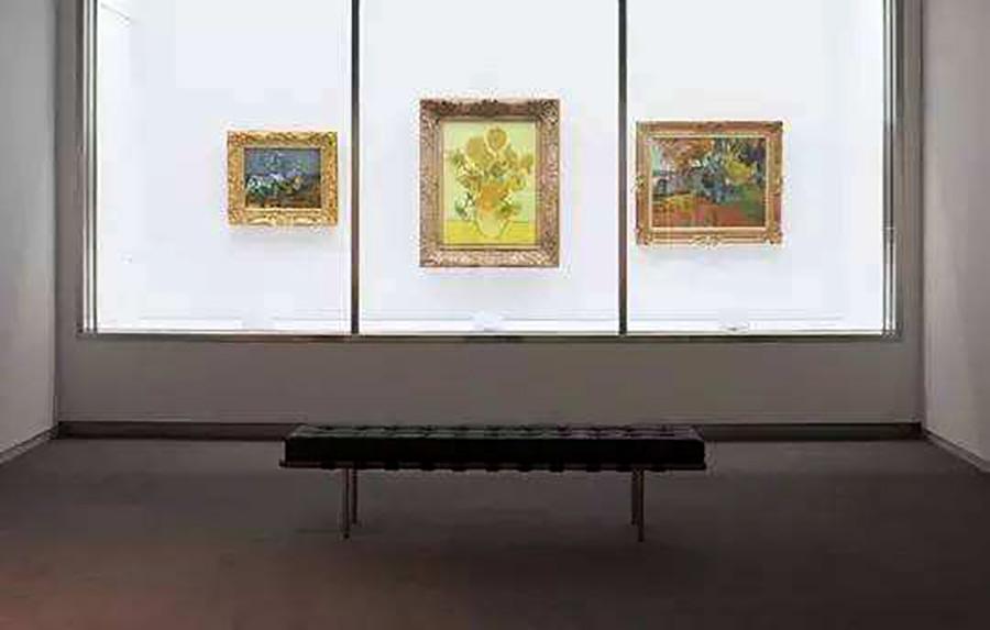 美术馆内现存的梵高真迹《花瓶里的十五朵向日葵》-梵高的 向日葵