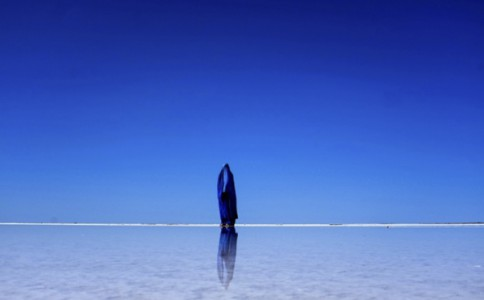 澳洲摄影师戴蓝色面纱自拍