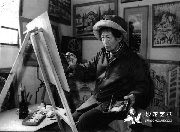 1986年7月,李青萍在江陵县福利院作画。(《人民中国》日文版记者拍摄)