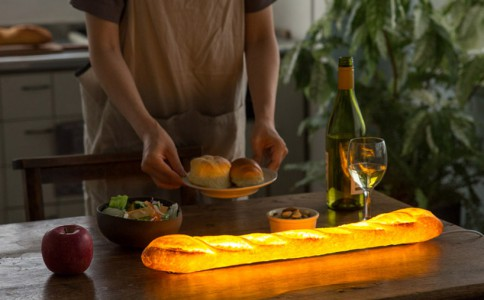 日本设计师Yukiko Morita将面包活生生地改成了创意灯具Pampshade
