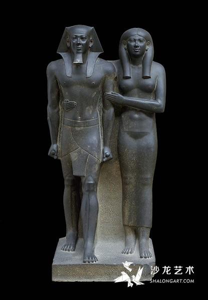 《法老门卡拉和皇后像》(Pharaoh Menkaure and His Queen),古埃及第4王朝,前2490—前2472年,石质,高142厘米,波士顿美术馆