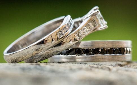 戒指上的婚礼 最有趣的反射婚纱照